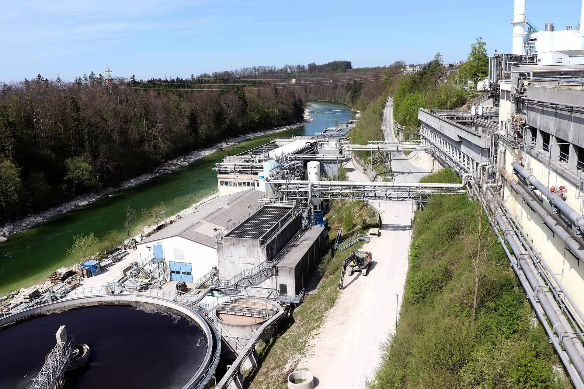 Wastewater management in beverage and food processing with inline viscosity monitoring